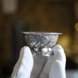 zilveren lekbakje met bloemmotief
