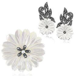 Zilver oorbellen en broche bloem parelmoer met markasiet
