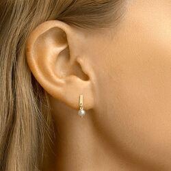 Geelgouden oorstekers met staafje en zoetwaterparel
