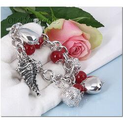 Zilveren bedelarmband met bedels en rode kralen Raspini