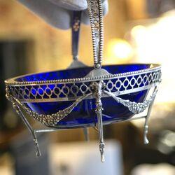 Bonbon of suikerschaaltje zilver met blauw glas Niekerk 1928 bij Zilver.nl