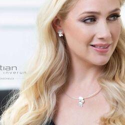 Mat zilver oorbellen en hanger Triangle diamantje Bastian Inverun