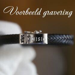 Voorbeeld gravering op Slik armband
