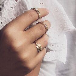 Geelgouden ring met glanzende en matte blaadjes Excellent Jewelry