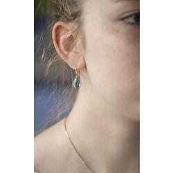 Julie Sandlau vergulde Cynthia oorbellen blauw