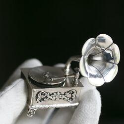 Zilveren grammofoon miniatuur, groot en leuk