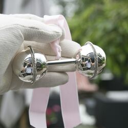 Grote zilveren halter parelrand