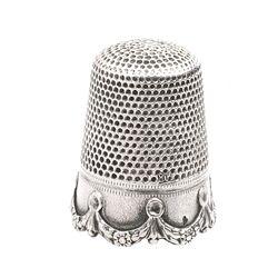 Zilveren vingerhoed guirlande gemaakt door Gabler rond 1900