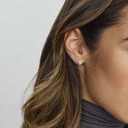 Witgouden oorstekers bezet met 2 x 3 diamantjes