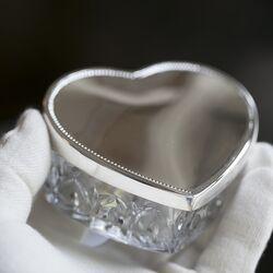 Kristallen sieradendoos toilettafeldoosje in vorm van een hart met zilveren deksel
