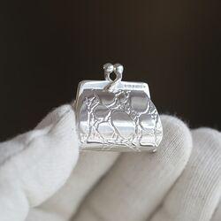 Zilveren pillendoosje in de vorm van een handtas