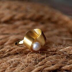 Bastian Inverun vergulde ring parel 39310