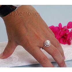 Witgouden ring met een grote witte parel en briljanten