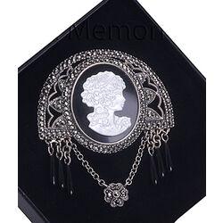 Zilveren broche damesportret onyx parelmoer markasiet