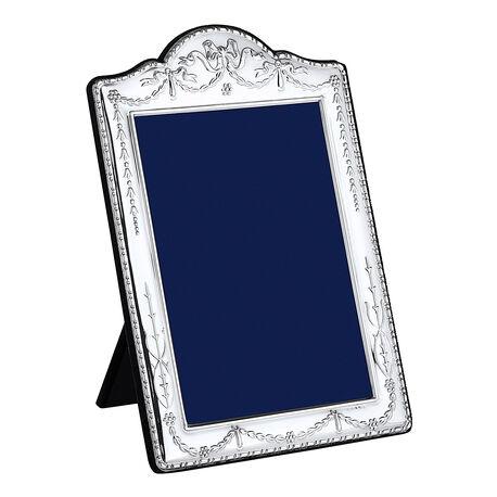 Zilveren fotolijst met strikjes en guirlandes van Carrs