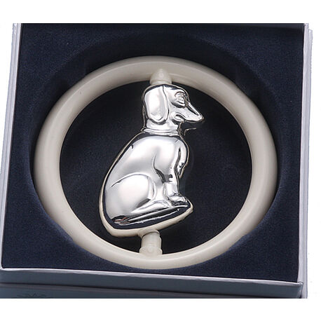 Verzilverde Rammelaar Hond In Ring