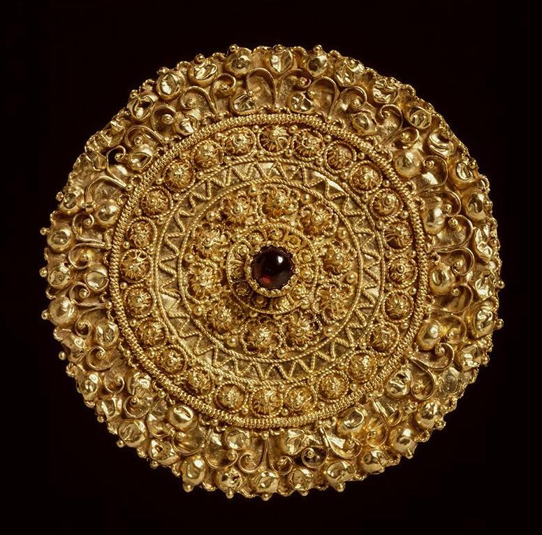 Gouden broche Etruskisch met filigrain en granulatie kennisbank Zilver.nl