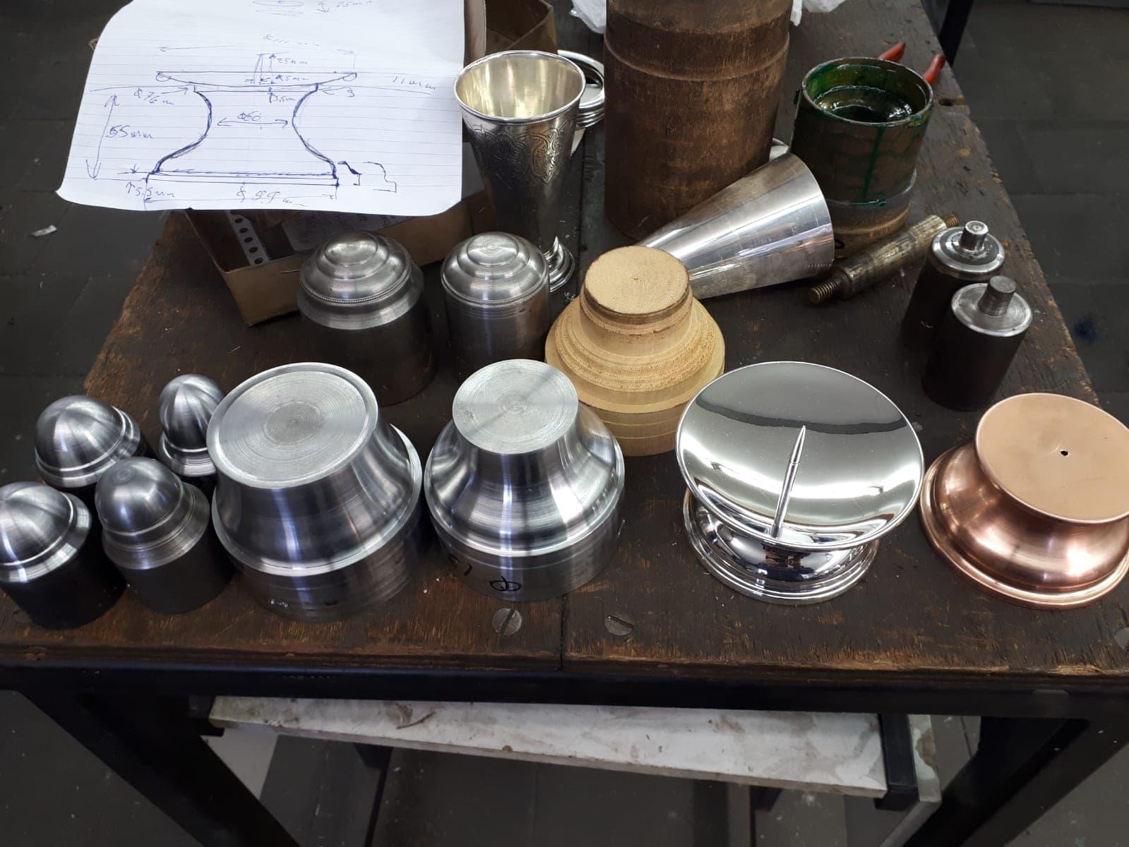Ontwerptekening en mallen voor een zilveren kandelaar voor Zilver.nl