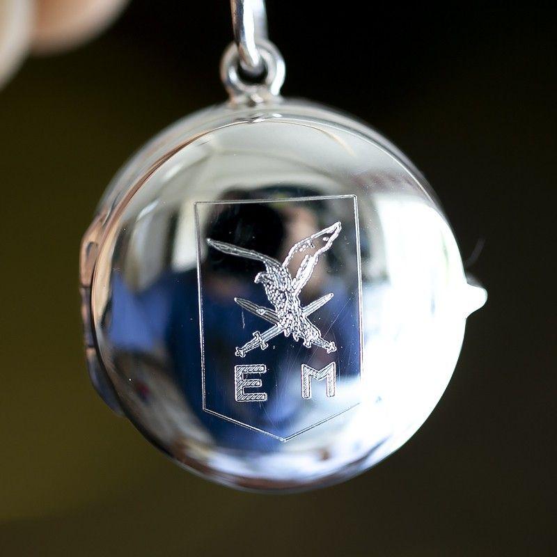 medaillon met een logo of afbeelding graveren bij Zilver.nl juwelier