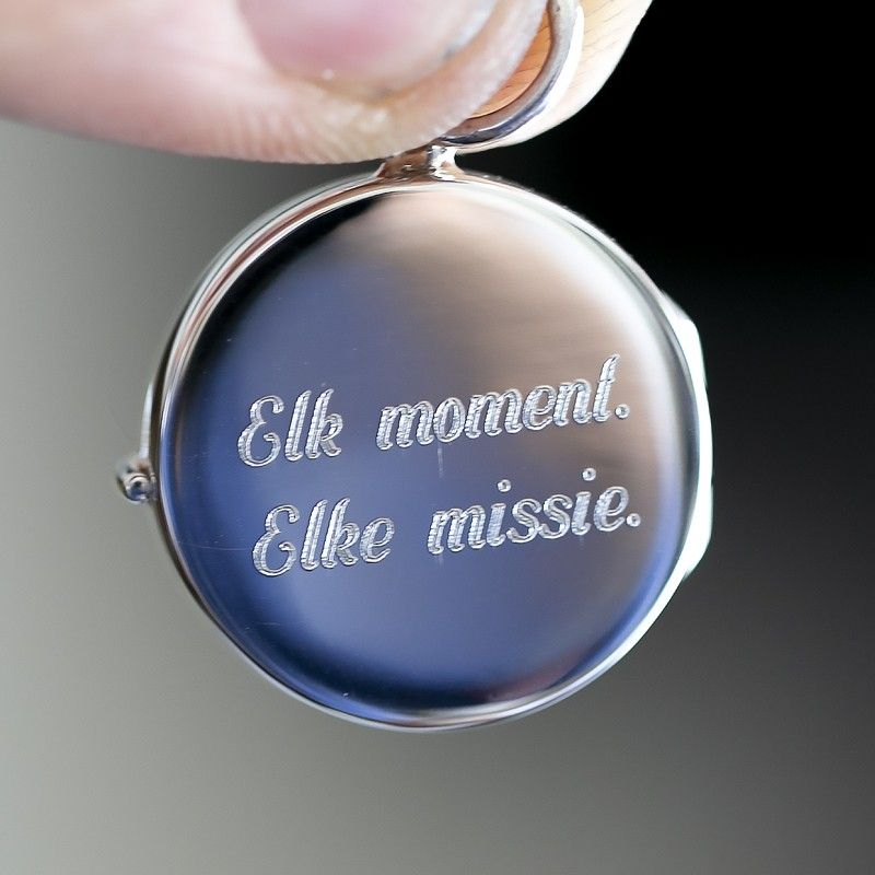 Medaillon met naam gravure bij Zilver.nl Juwelier