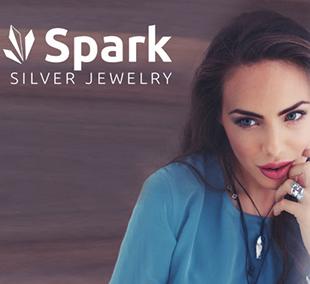 Zilveren oorstekers met Swarovski chrystal sweet candy Spark
