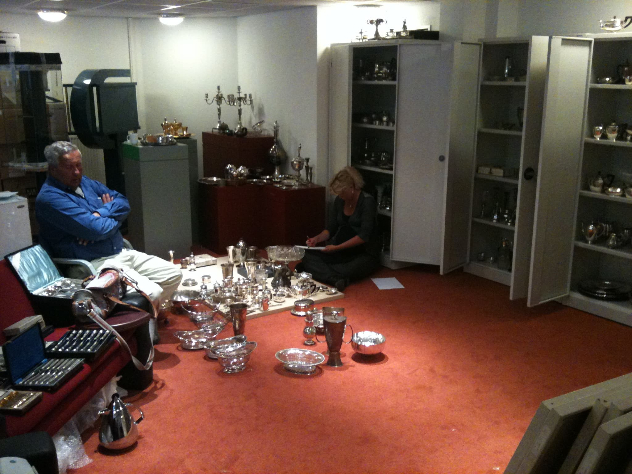 Inkopen deel collectie van het Van Kempen & Begeer museum door zilverexperts Ursula Boonstra en Michel de Jonge Zilver.nl